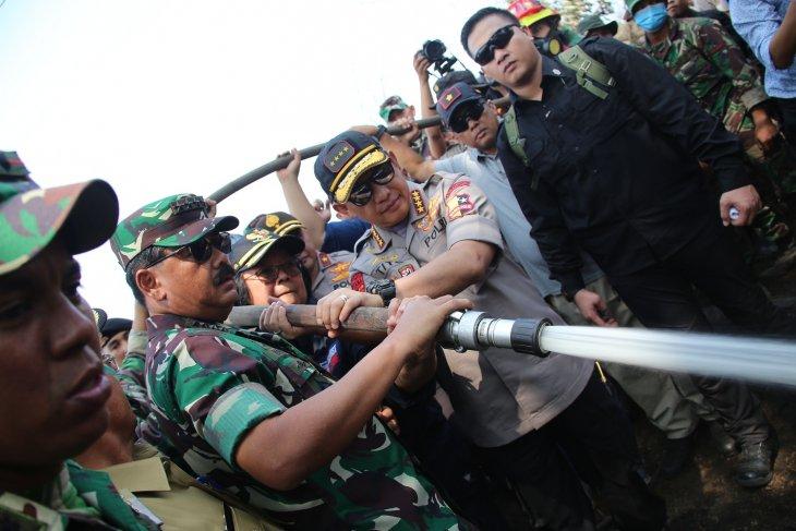 Panglima TNI-Kapolri-Menteri KLHK sambangi Riau tinjau lokasi karhutla