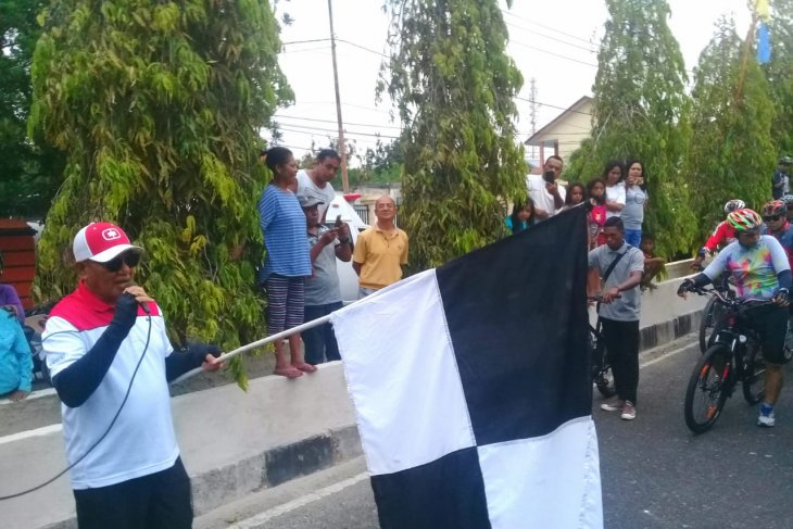 Bupati Malra pimpin reli sepeda HUT Kemerdekaan