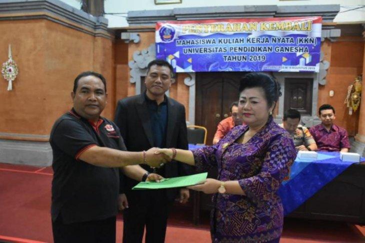 Bupati Mas Sumatri tutup KKN Undiksha di Karangasem