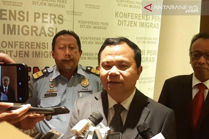Ronny Sompie: tidak ada imunitas hukum untuk WNA