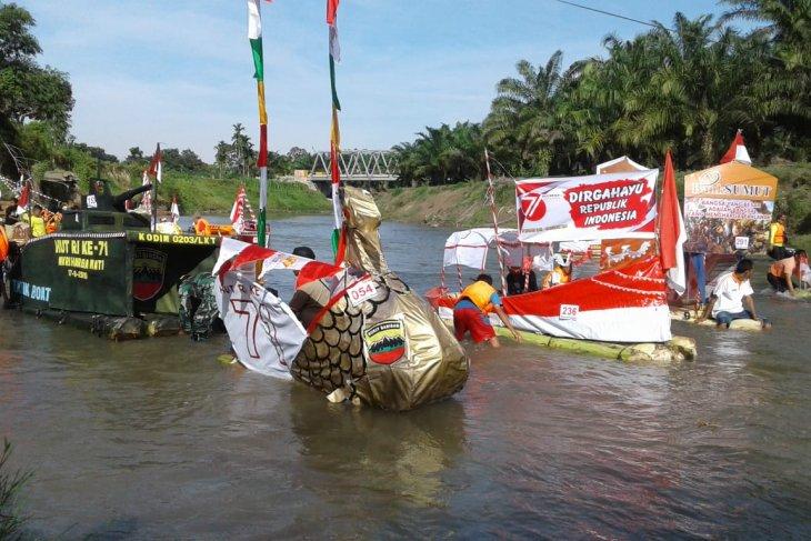 Pemkot Binjai gelar lomba rakit hias batang pisang meriahkan HUT Kemerdekaan