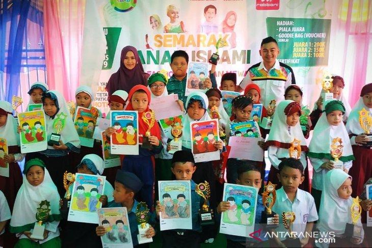 Lomba mewarna dan fashion show anak meriahkan HUT RI di Barabai