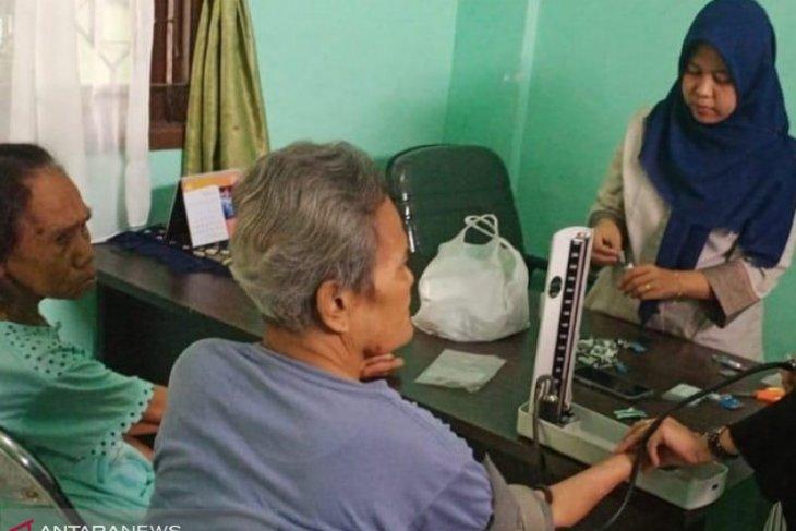 Lansia di Rumah Perlindungan Sosial di Kota Tangerang, rutin diperiksa kesehatannya