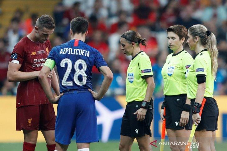 Kepemimpinan wasit perempuan di Piala Super Eropa tuai sanjungan