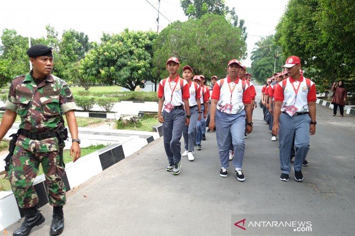 Peserta  SMN Sulteng belajar baris berbaris