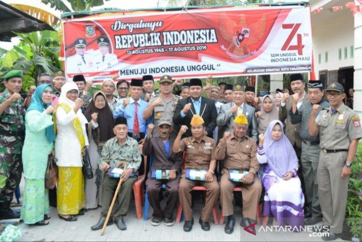 HUT Ke-74 RI, Pemkot Tanjungbalai kunjungi anggota Veteran