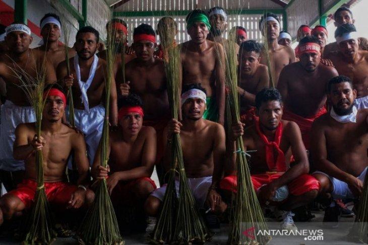 Tradisi Pukul Sapu negeri Mamala