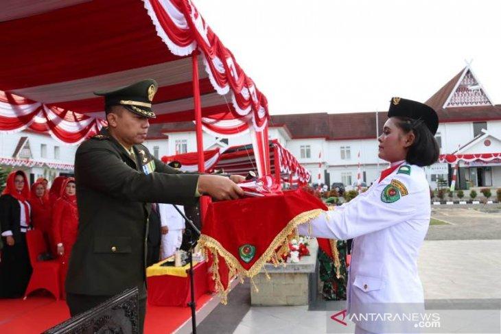 Dandim 0212/TS Irup penurunan bendera Merah Putih