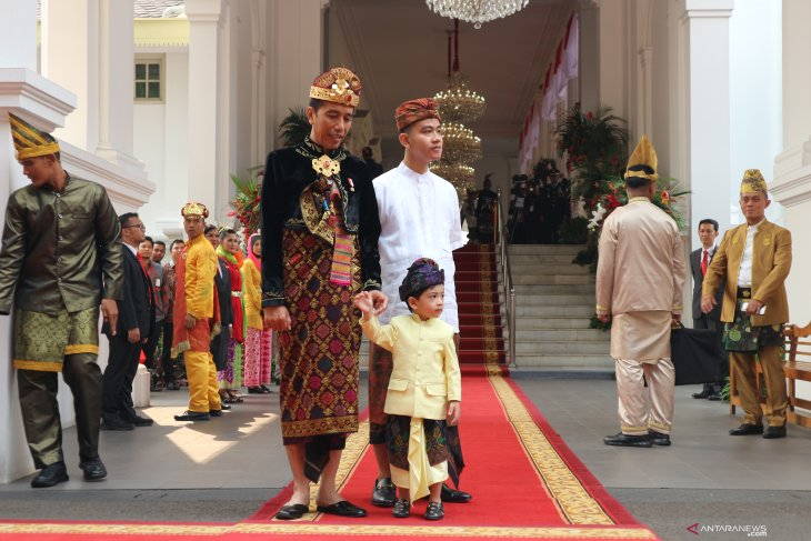 President Jokowi wears traditional Balinese attire for Independence Day ceremony