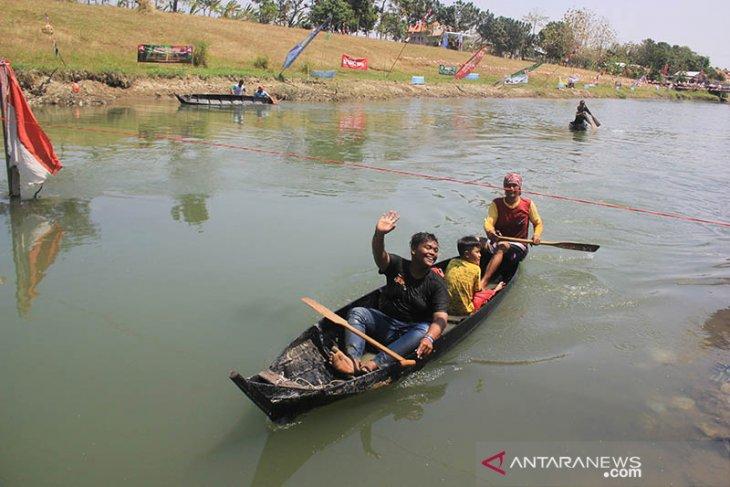 Lomba Balap Perahu Pecun