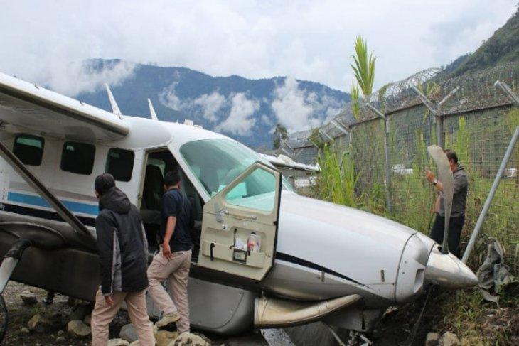 Akibat pecah ban, pesawat Demonim tergelincir di bandara Mulia Puncak Jaya