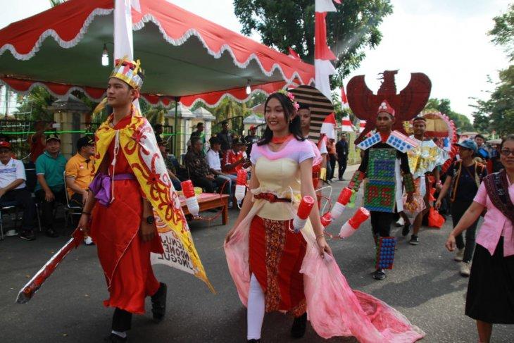 Rbuan pelajar meriahkan karnaval di Sintang
