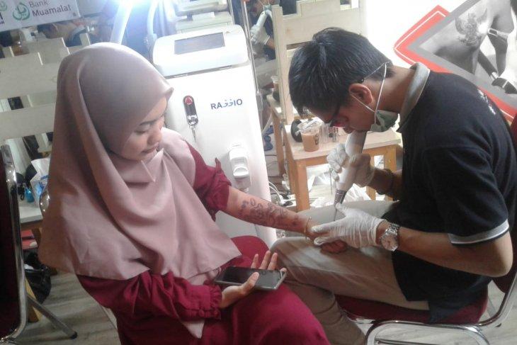 Susah mencari kerja, pemuda di Pamulang menghapus tato di tubuhnya