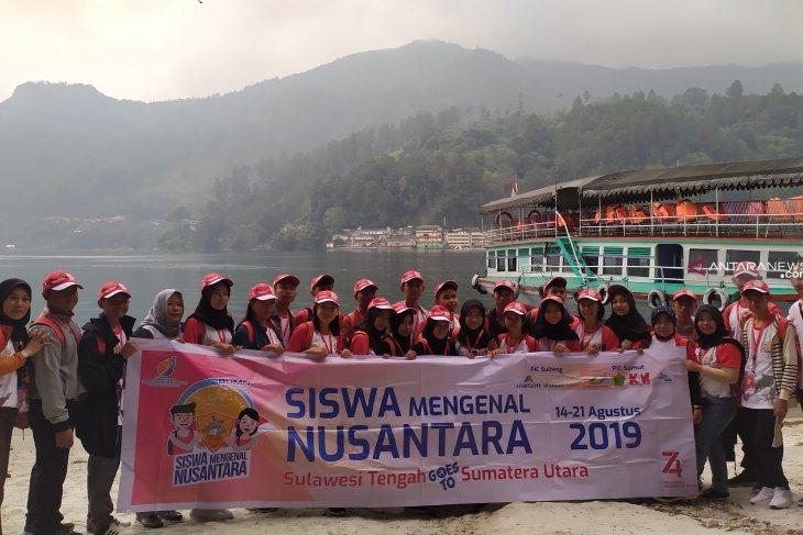 Peserta SMN asal Sulawesi Tengah mengunjungi Danau Toba