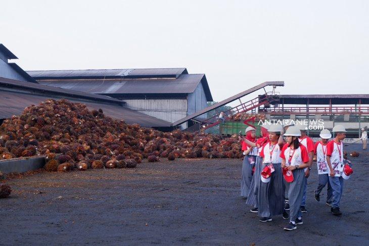 Peserta SMN Sulteng kunjungi pabrik kelapa sawit PTPN IV