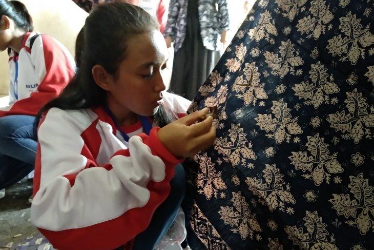 Peserta SMN NTT diperkenalkan proses pembuatan batik Jambi