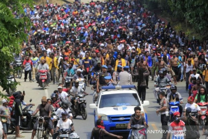 Aksi damai anti-rasisme ribuan warga Timika berubah anarkis