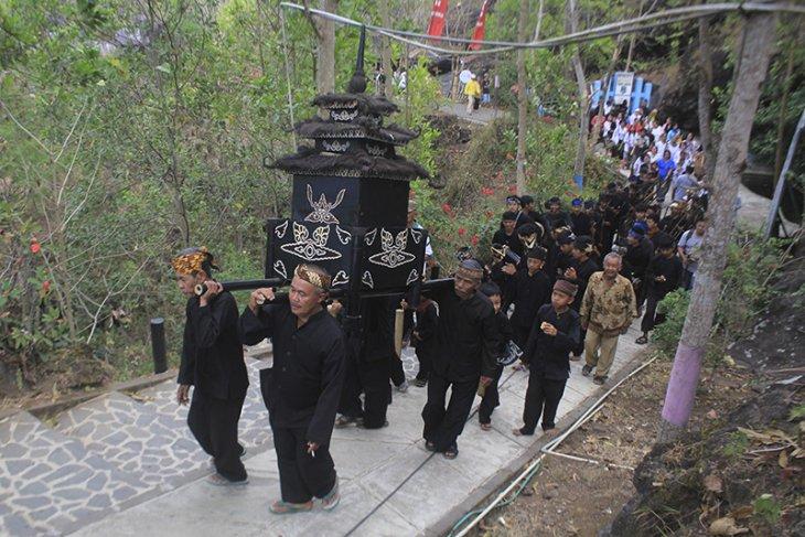 Tradisi Pesta Dadung