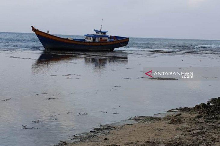 Kapal nelayan asal Sibolga terdampar di Nias Selatan