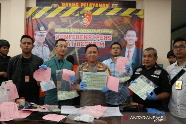 Polisi bekuk dua tersangka penjual materai palsu