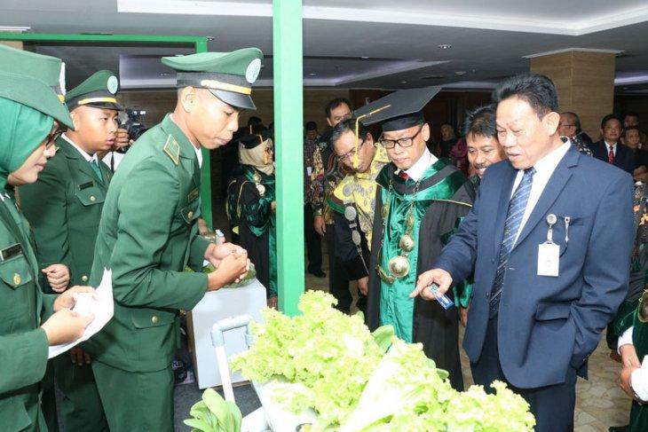 Sekjen Kementan tertarik Produk Hidroponik buatan mahasiswa Polbangtan Bogor