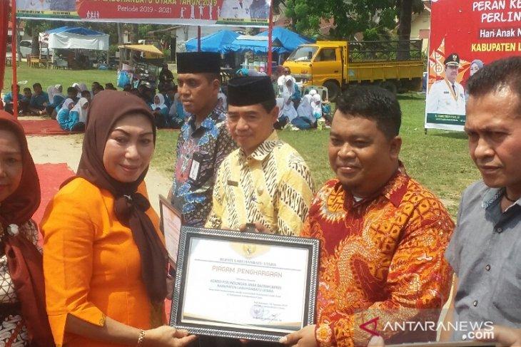Berpartisipasi wujudkan KLA, Bupati Labura beri penghargaan kepada 7 lembaga