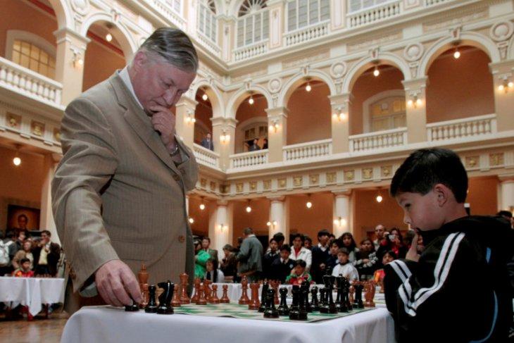 Belum dapat VISA, Karpov gagal ke AS