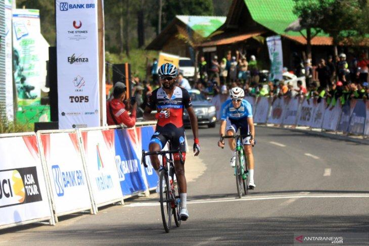 Metkel Eyob taklukkan tanjakan Paltuding Ijen untuk menangi etape keempat