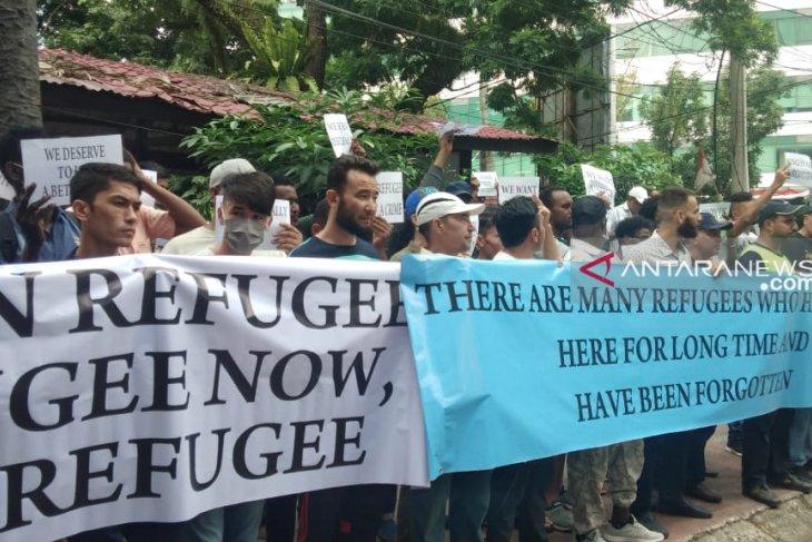 Tak kunjung diberangkatkan ke negara tujuan, imigran di Medan unjuk rasa ke kantor UNHCR