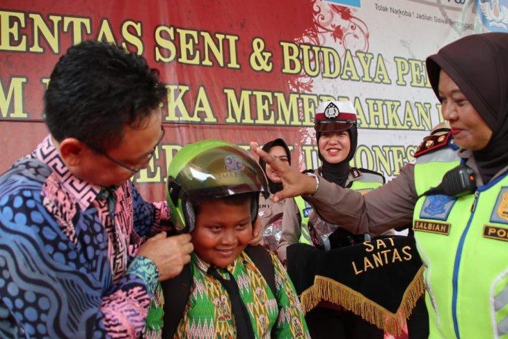 Pemkot dan Satlantas Polresta Pontianak kenalkan helm standar pada anak