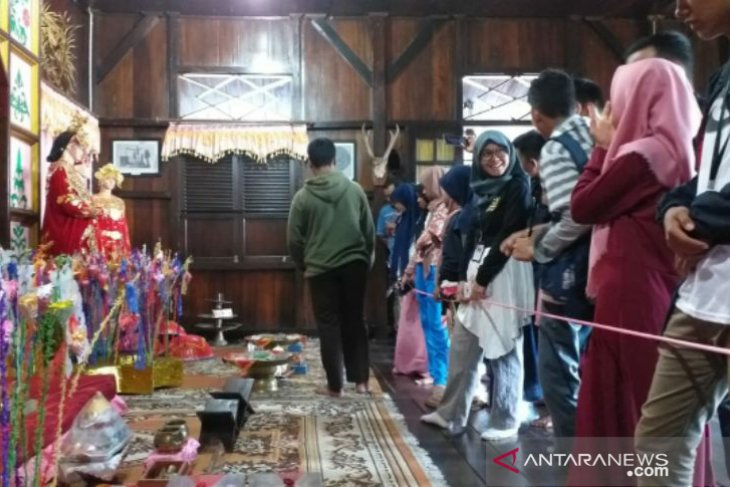 Peserta SMN asal Sultra diperkenalkan tradisi pernikahan di Belitung