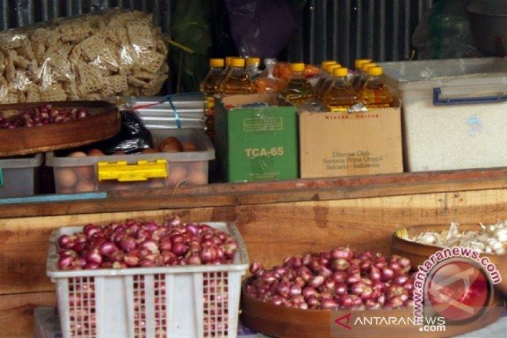 Harga bawang merah dan putih di Piru turun