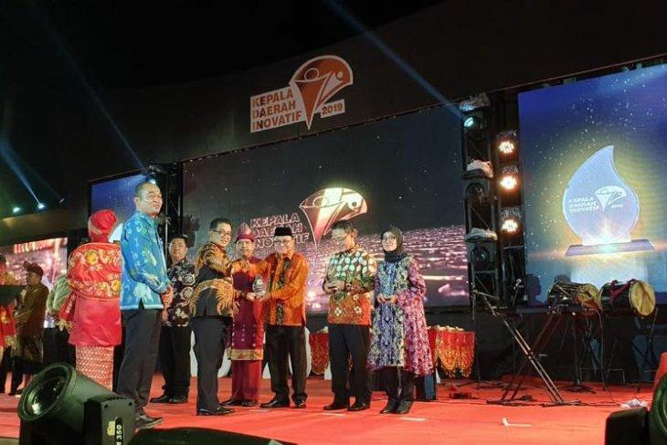 Bupati Tabalong dapat penghargaan kepala daerah inovatif
