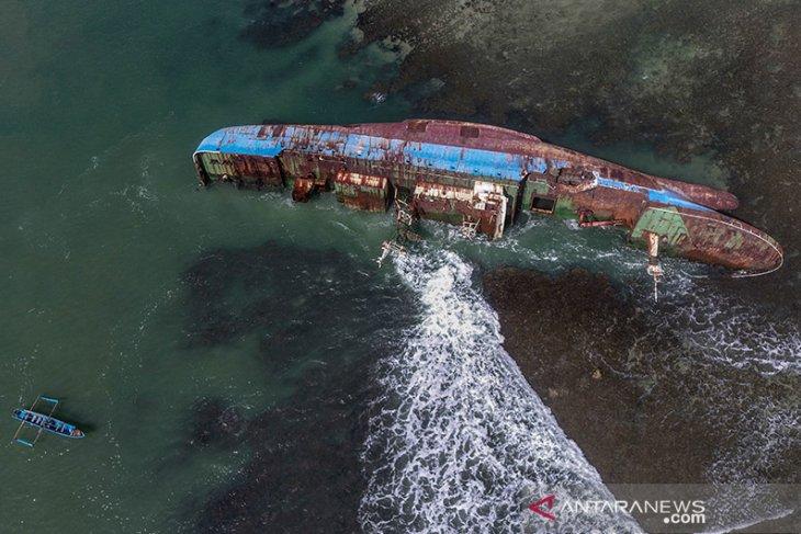 Monumen Kapal MV Viking Ilegal Fishing