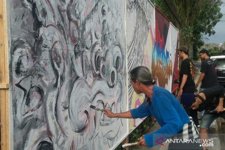 Komunitas seniman jalanan tularkan kegembiraan ke Jembrana