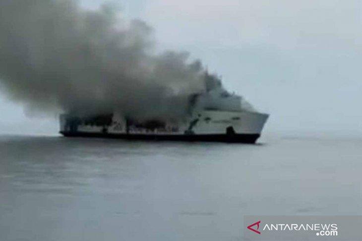 Korban selamat kebakaran Kapal Santika 294 orang
