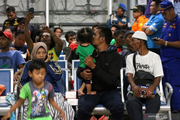 Korban Kapal Terbakar Tiba Di Surabaya