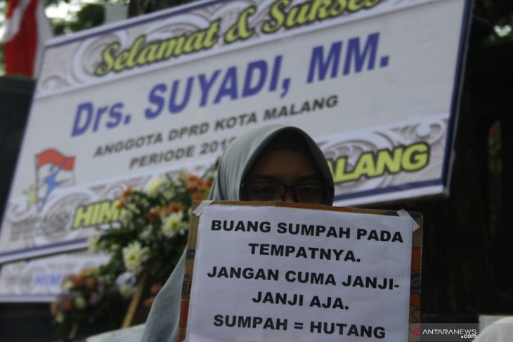 Unjuk rasa pelantikan anggota DPRD Malang