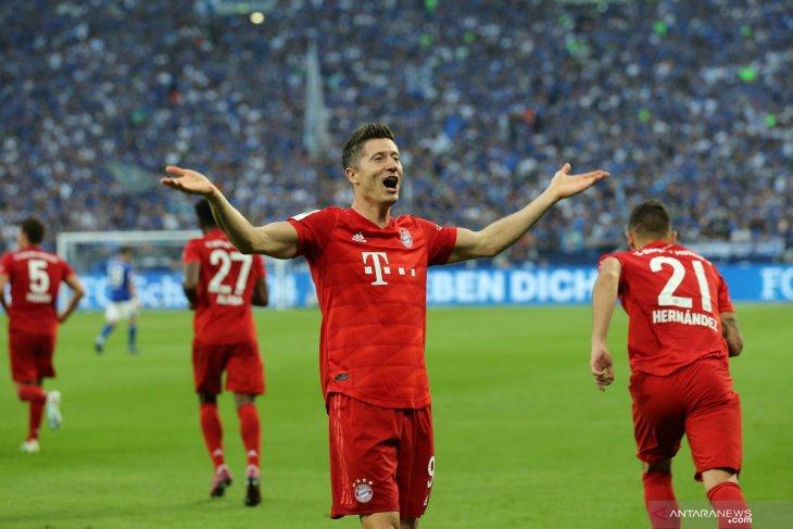 Lewandowski cetak tiga gol, Munchen kalahkan Schalke 3-0