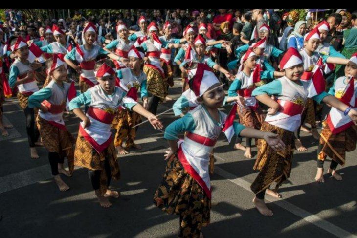 Pementasan tari kolosal Kembang Tanjung
