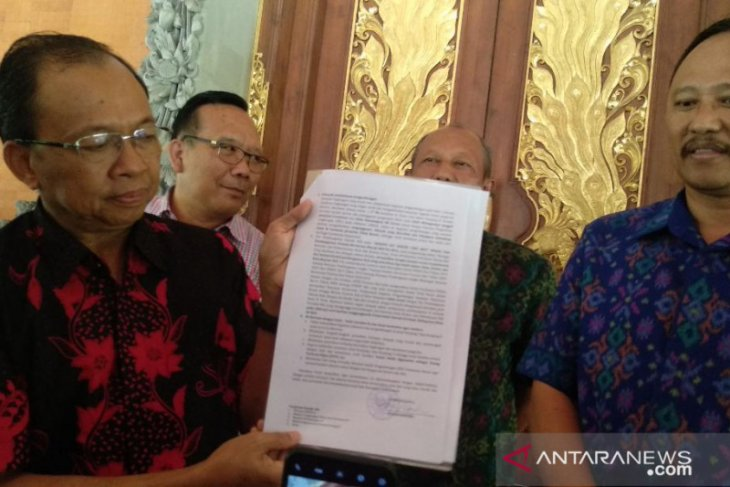Bali Governor urged Pelindo III to stop Benoa Bay reclamation