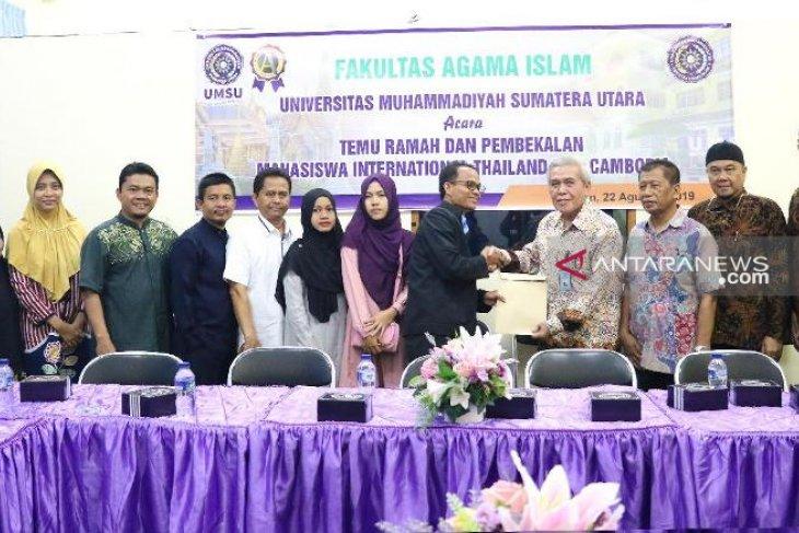 Sembilan mahasiswa asal Thailand dan Kamboja kuliah di UMSU