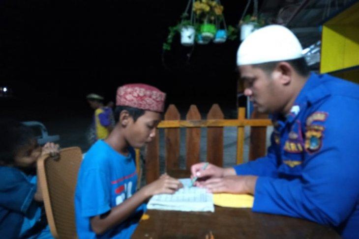 Personel Satpolair Bangka Barat ajari anak pesisir mengaji