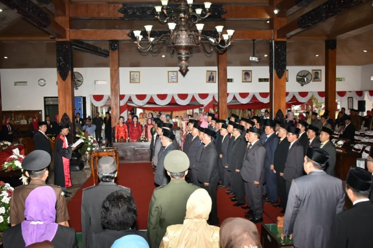 45 anggota DPRD Trenggalek periode 2019-2024 dilantik