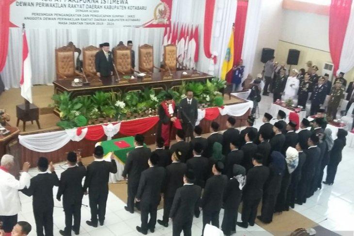 35 anggota DPRD dilantik, PDIP pimpin parlemen Kotabaru
