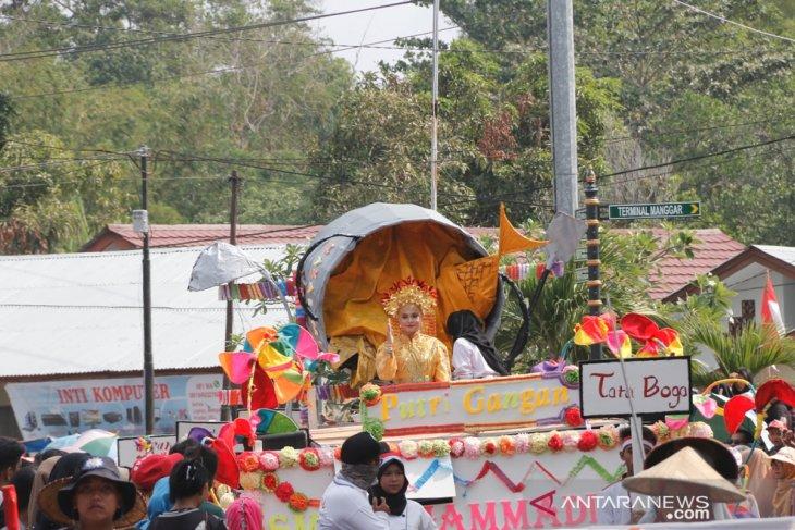 Pawai pembangunan di Belitung Timur lebih tonjolkan potensi budaya