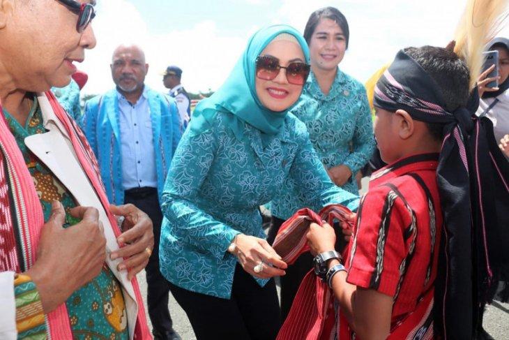 Istri Gubernur- istri Wagub Maluku hibur siswa PAUD di Kepulauan Tanimbar