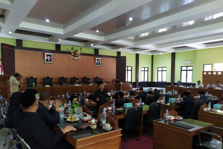 DPRD Bangka Tengah tunda rapat paripurna penyampaian nota keuangan