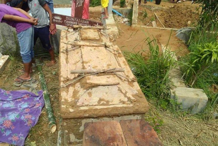 10 makam di Tapteng terpaksa dipindahkan, ini penjelasan kades