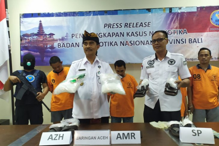 Seorang Kurir asal Aceh kirimkan 4 kg sabu ke  Bali
